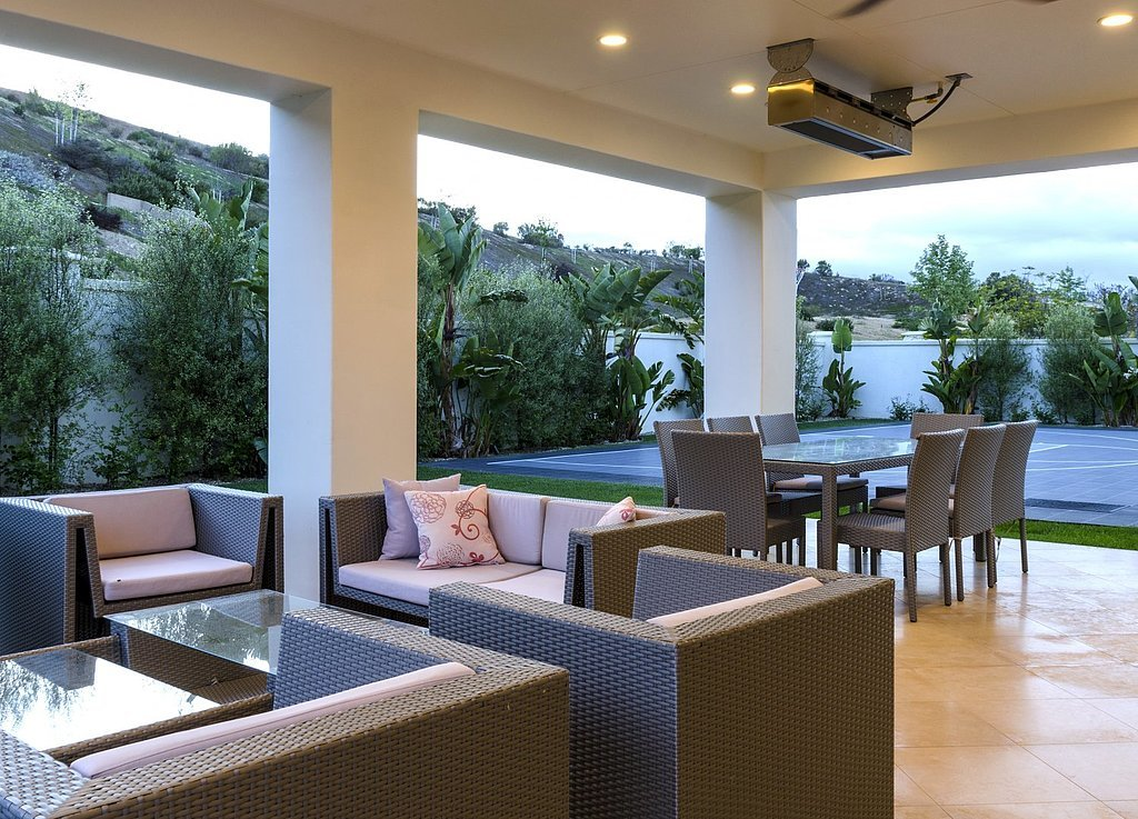 covered-entertaining-area-perfect-warm-SoCal-nights